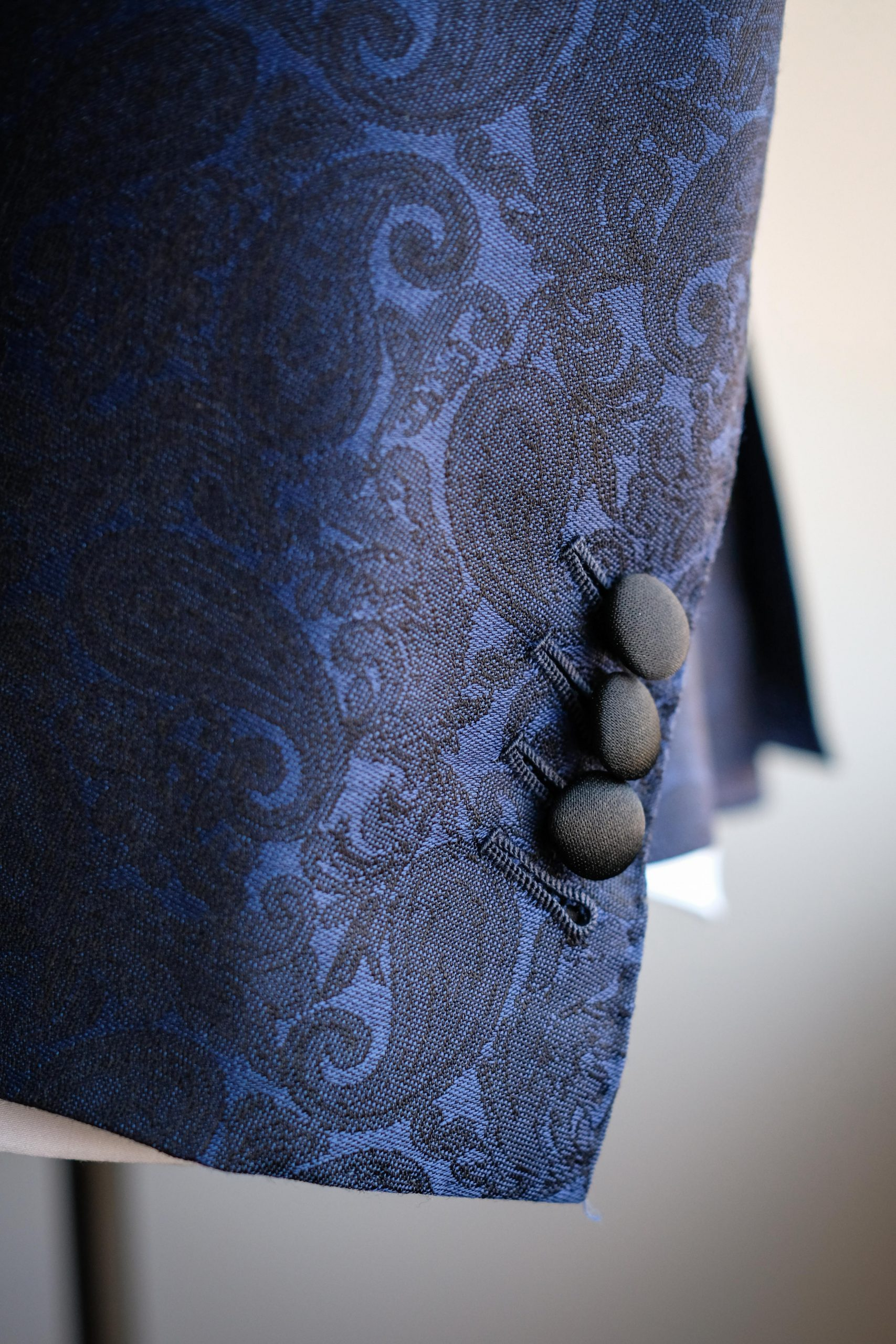 Satin Wrapped Buttons Blue Paisley Dinner Jacket